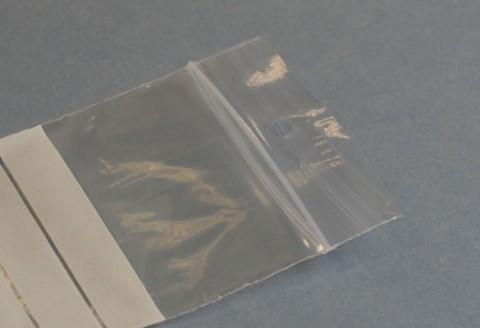 bolsa autocierre con franjas y agujero redondo para colgar